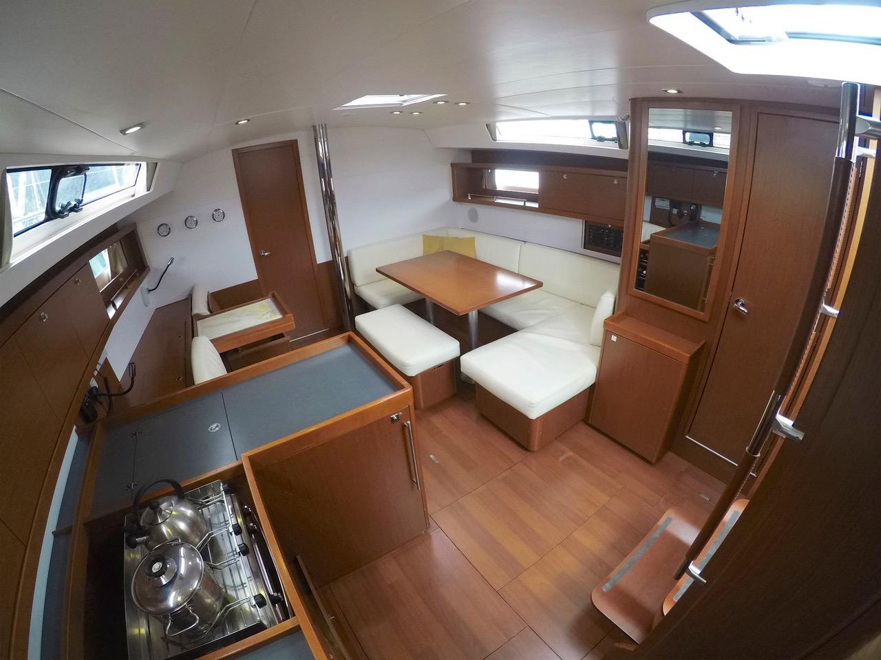 Oceanis 45 (HACHE) interior image - 5