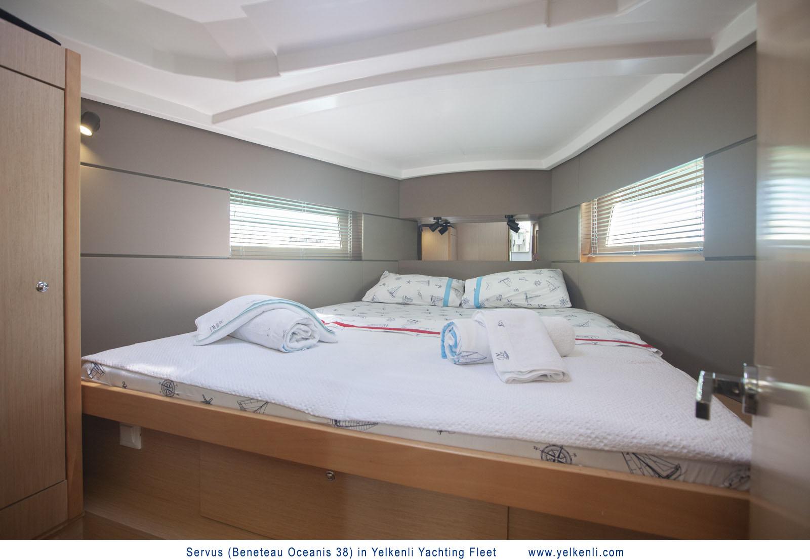 Oceanis 38 (Servus) Front Cabin - 10